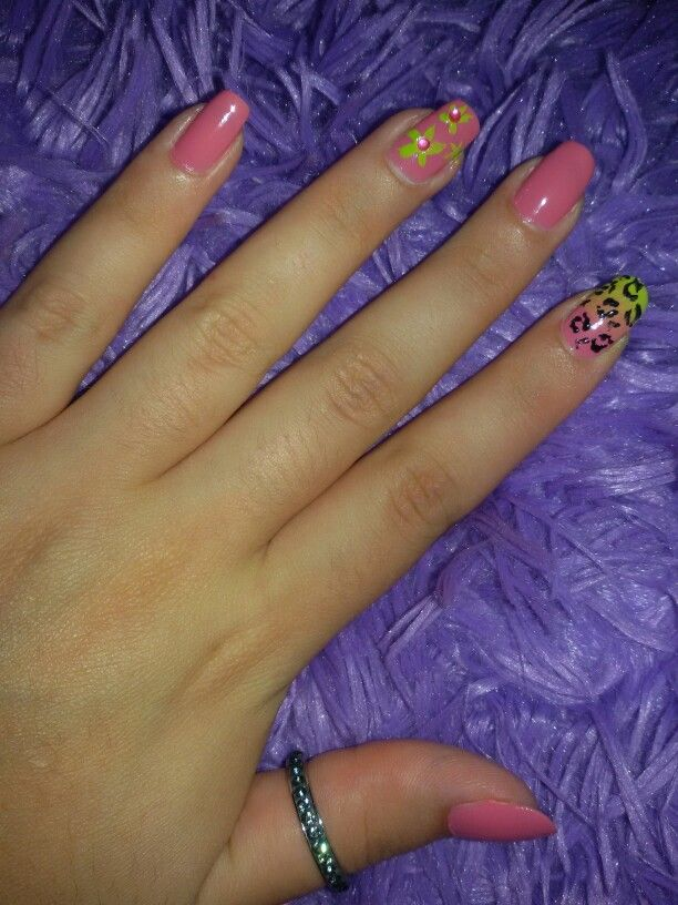 #nails #nailart #leopard #pink #green