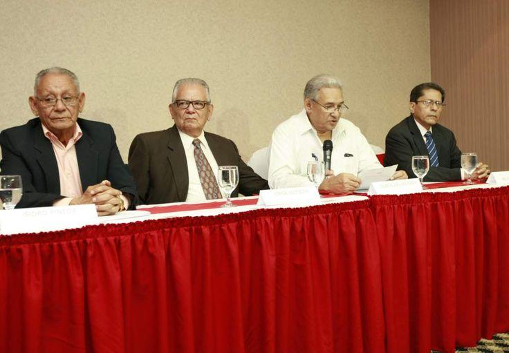 Honduras: La oposición llama a evitar la reelección  Mesa de Unidad Patriótica presentó ayer una proclama en la que acuerdan desconocer el fallo de la Sala de lo Constitucional. sidro Pineda, Jorge Yllescas, Olban Valladares y Melvin López, del Frente Patriótico. http://www.laprensa.hn/honduras/995630-410/la-oposici%C3%B3n-llama-a-evitar-la-reelecci%C3%B3n#  I