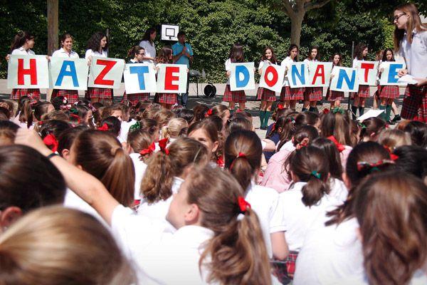 """06 de Junio de 2012  La Comunidad de Aragón realizó en 2011 un total de 74 trasplantes de riñón, 30 de hígado y 7 de corazón. Este miércoles, la Fundación Carlos Sanz ha celebrado el Día Nacional del Donante en el Colegio Sansueña para """"dar las gracias"""" a todas las personas donantes de órganos."""