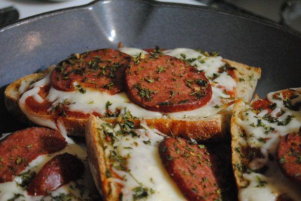 pepperoni pizza bread horizontal