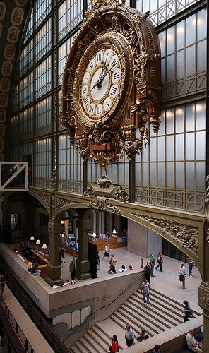 Le Musée d'Orsay - Entrée - Grande horloge  Such a beautiful space- huge yet also intimate in the galleries