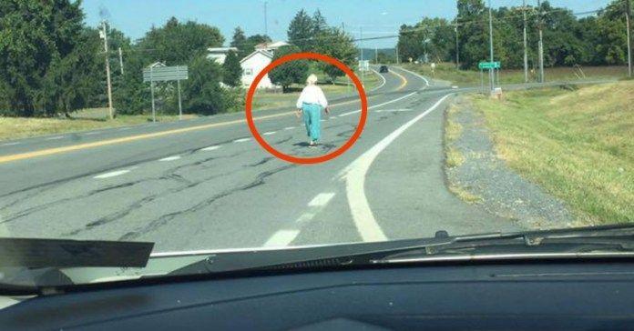 Είδε μια ηλικιωμένη Γυναίκα στη Μέση του Δρόμου. Αυτό που συνέβη όταν την έβαλε…