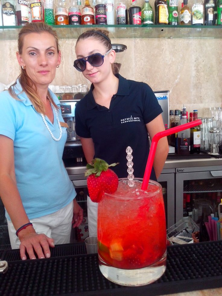Strawberry #Caipiroska από τις Bartenders Ramona Ισιδώρα @KD Eustaquio Hoecke Aktis #Patmos #Greece #holidays