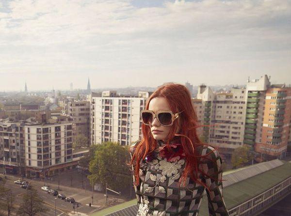 Berlín, años ochenta. Varios áticos, el portal de tu casa, el suelo de terrazo de la mía. Un cuarto de baño público, un alicatado muy cool, la chica del corte de pelo raro y la moderna de las gafas…