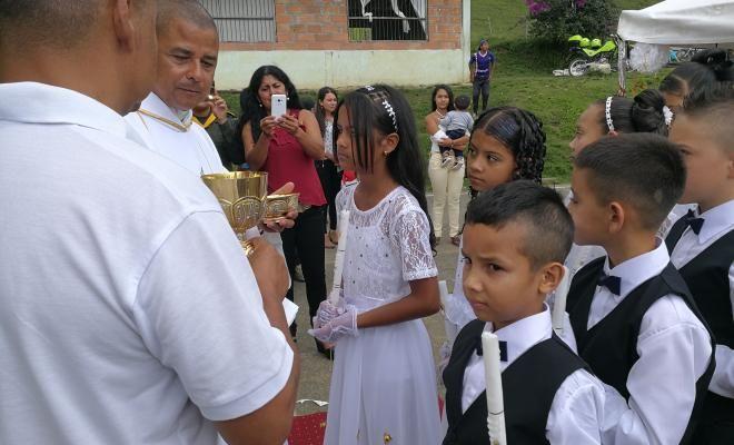 16 niaos recibieron los sagrados sacramentos gracias a la unipep