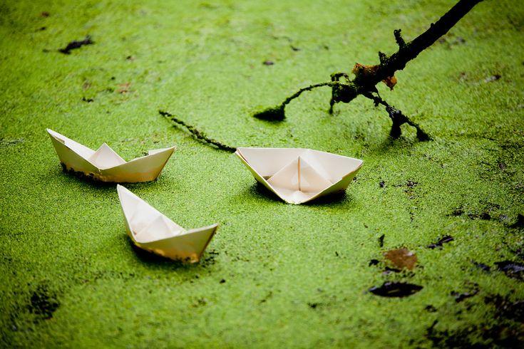 Bedrijfsfotografie papieren bootje yogastudio niemand is een eiland. Foto door Marijke Krekels Fotografie
