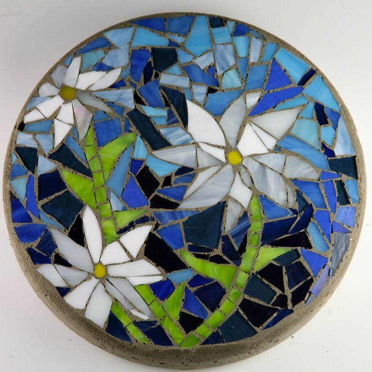 25 best ideas about mosaic stepping stones on pinterest for Garden wall mosaic designs