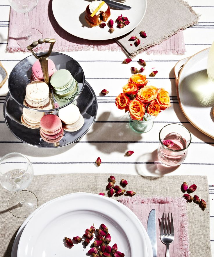 Table Decorations Disney Princess | We decided to take it upon ourselves to reimagine a Disney princess party fit for the modern age. #refinery29 http://www.refinery29.com/christmas-table-decorations-disney-princess-theme