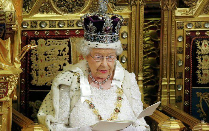 """Der Privatsekretär der britischen Königin Elisabeth II., Sir Christopher Geidt, hat alle Familienangehörige und Beamte aus ganz Großbritannien zu einer geheimen Eilsitzung in Buckingham Palace herbestellt, wie """"The Daily Mail"""" berichtet."""