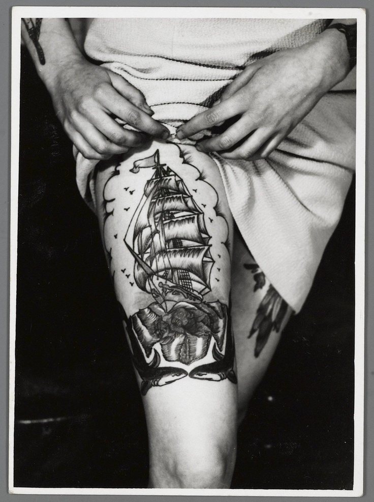 Amsterdam Tattoo Museum: woman with schip on her leg, 50s, UK
