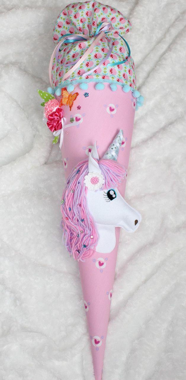 Schultüten für den Schulanfang: Zuckertüte in pink mit Einhorn für Schulanfänger / school cone for first day at school: cone is decorated with a …