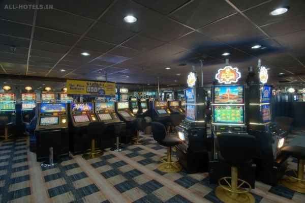 Siegel Slots and Suites Video : North Las Vegas, Nevada, United States - http://all-hotels.in/siegel-slots-and-suites-video-north-las-vegas-nevada-united-states.html Siegel Slots and Suites Video : North Las Vegas, Nevada, United States Located in North Las Vegas, Siegel Slots and Suites is a perfect starting point from which to explore Las Vegas (NV). The hotel offers a wide range of amenities and perks to ensure you have a great time. Take advantage of the hotel's ca