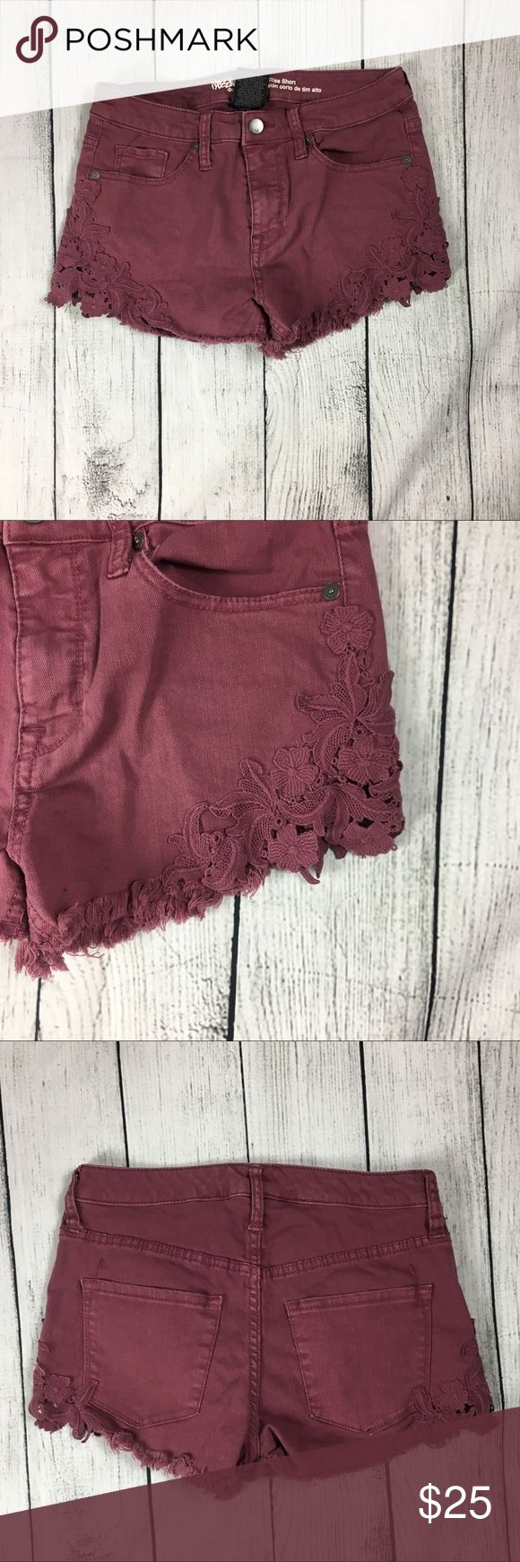 🆕WOT marrón shorts 💕 They are brand new without tags. They are super cute and stylish. They have a lace floral design on side of shorts as shown in pictures above. Made out of  99% cotton and 1% spandex materials. Has 4 usable pockets. They are high rise in style. Mossimo Supply Co. Shorts Jean Shorts