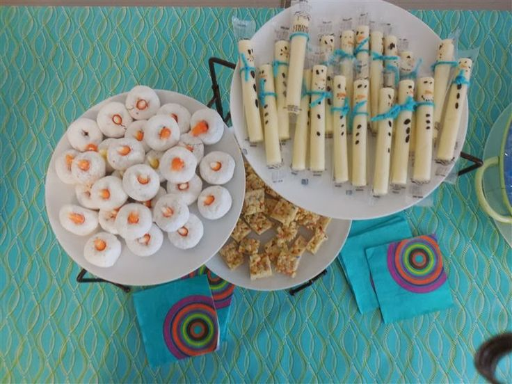 disney frozen swimming pool party | Olaf donut faces, Rice Krispie treat ice chunks, and snowman string ...