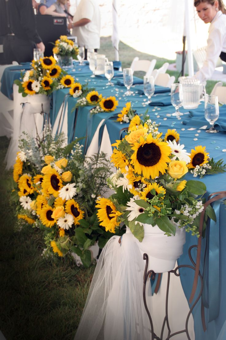 wedding ideas using sunflowers wedding decorations for tables in light blue and yellow 28340