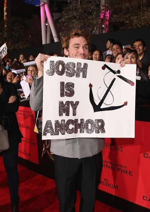 Sam Claflin is a doll. (at the Los Angeles premiere of Catching Fire on 11/18/13)