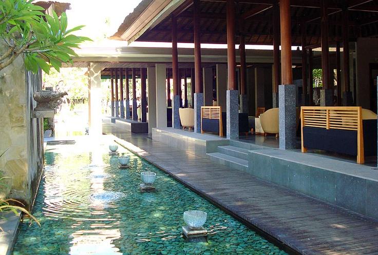 Die Lobby vom Hotel Legian Beach auf Bali.