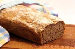 Rågsurdegsbröd - Enkelt recept på jättegott rågsurdegsbröd. Perfekt för dig som är nybörjare på surdeg!