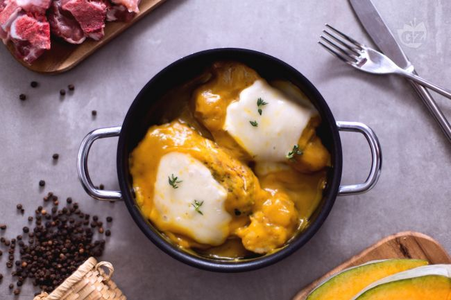 Ricetta Braciole di maiale con crema di zucca e taleggio - Le Ricette di GialloZafferano.it