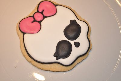 Sweets by Suz: How to make a Monster High Cookie