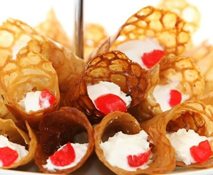 Brandy Snaps with Whipped Cream: Christmas Food, Food Sweet, Sweet ...