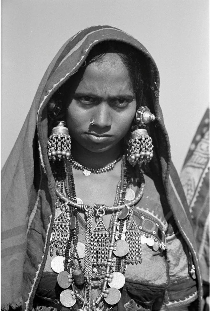 India | Lambadi woman, near the town of Turur. Andhra Pradesh, Hyderabad District. 1948 | ©SOAS, Nicholas Haimendorf