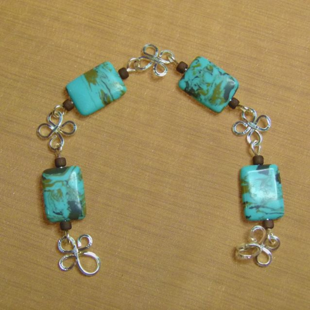 This bracelet was hand crafted by Kathy Stewart (Canada). To see more of the pieces that she has for sale please go to www.glamnglitter.com.