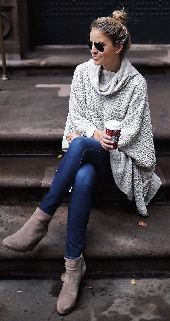 #christmas #fashion /  White Poncho + Navy Skinny Jeans