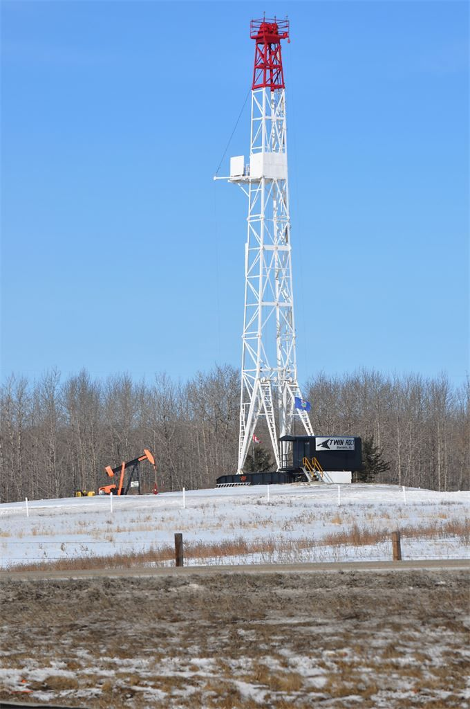Drilling rig and pumping unit together in Canada - Oilpro.com