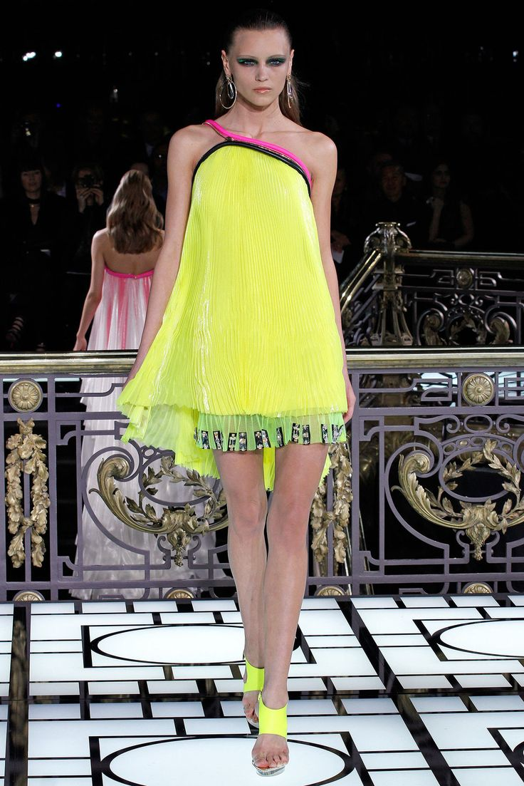 nike free womens 4 0 Atelier Versace Spring 2013 Couture Collection Photos   Vogue