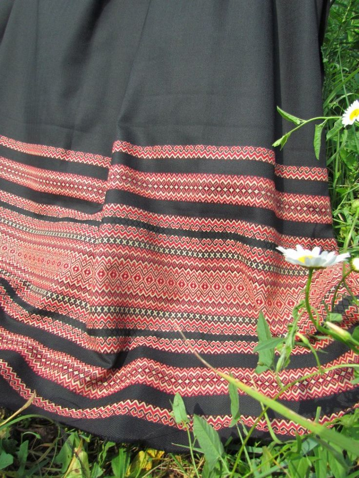 """ткань """"Жасмин"""" (цвет красный на черном) КУПОН - 1метр Двухсторонняя рисунок по ширине ткани (по утку). ширина 1,5м. цена 750 руб.п/метр."""