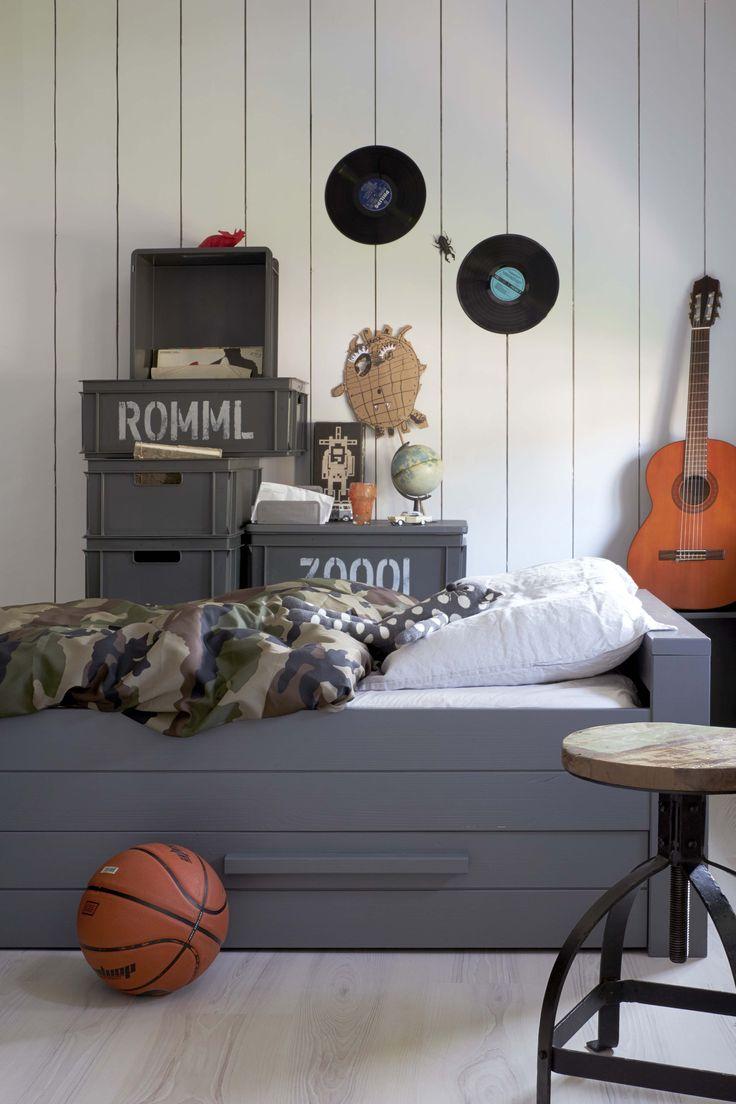 KARWEI | Benut alle ruimte onder het bed: zo is de kamer in een ogenblik weer netjes en opgeruimd  #kinderkamer #wooninspiratie #karwei