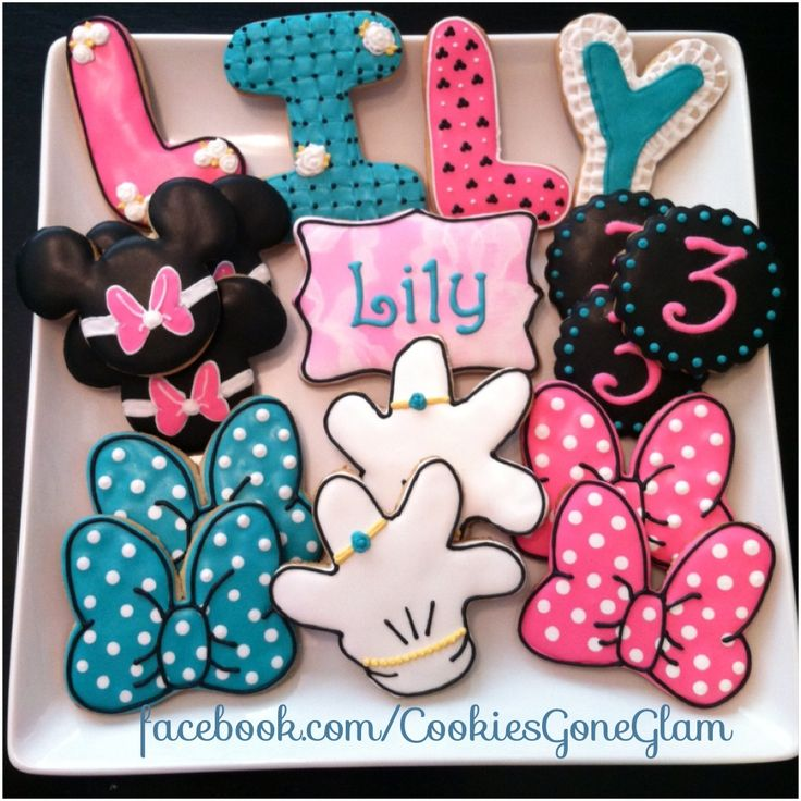 Cookies gone glam. Minnie bowtique cookies. Minnie party. Girly cookies