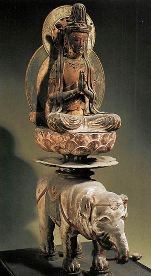 【京都・岩船寺/普賢菩薩像(平安後期)】像高38cm。木彫造の彩色。本尊の阿弥陀如来像と共に祀られている。胸前で合掌し、白象の背に置いた蓮華座に結跏趺坐する騎象像。目鼻の小さな面相や痩型の体躯など、軽妙な作風が特徴的。