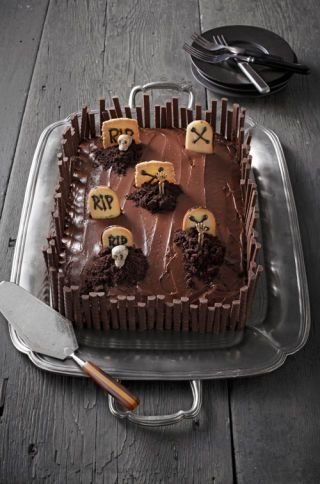 29 Halloween Cakes - Recipes and Halloween Cake Decorating Ideas
