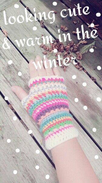 Handschoenen zonder vingers gehaakt door Saskia! Vrolijk de winter in ... voor nog meer over haken & andere gezellige en hippe zaken volg ons op www.facebook.com/mijnschoonzusenik