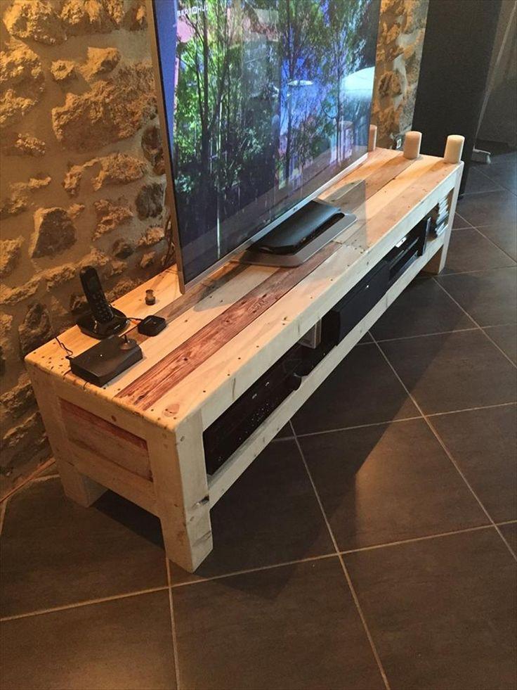 Pallet TV Console / Media Stand   1001 Pallet Ideas