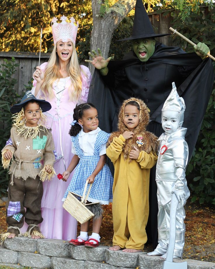 Family Costumes. Wizard of Oz! K & C plus FOUR!