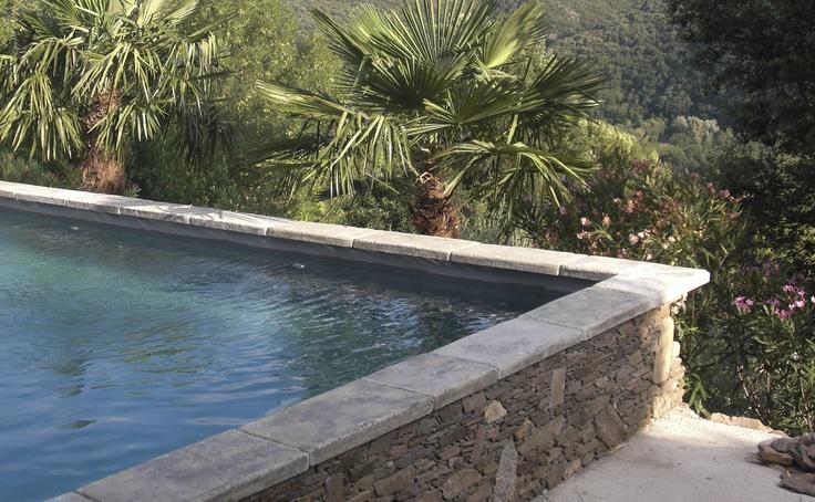 margelle de piscine en béton MASSIVE VIEUX BASSIN GRIS ROUVIERE