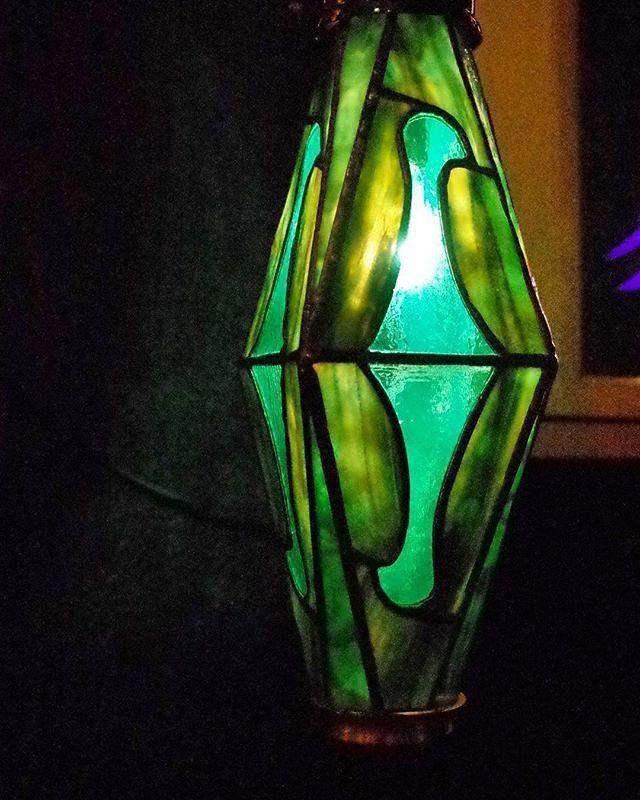 #Repost @mondo_topsy  #stainedglass  #maker #collaboration  #craft #handmade #stainedglasswindow #glassart  #popart  #bird#rump#art#cafe#kidsroom#tokyo#Japan#green #ステンドグラス#照明#レトロポップ#昭和レトロ#ランプ#喫茶店#純喫茶#ジャズ喫茶#カフェ#ノスタルジー#インテリア#赤羽