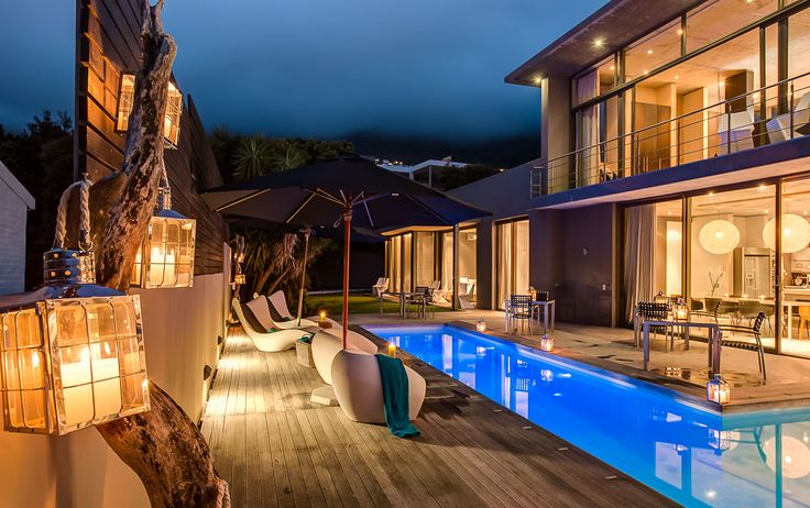 Unquestionably, The Retreat on Hove floats amongst the most exclusive and extraordinary accommodation options in the Cape Town area and specifically the fashionable suburb of Camps Bay.