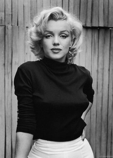 Marilyn Monroe- wouldn't it be fun, just once, to try to replicate her make-up and hair on yourself? I think so :)