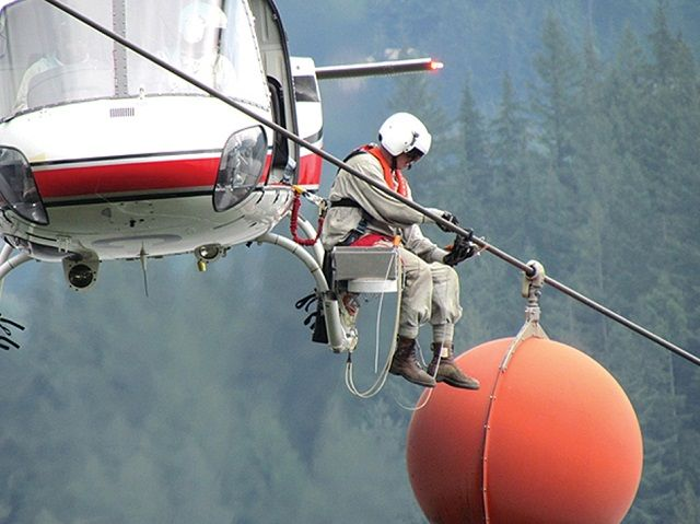 HELİKOPTER ENGEL TESPİT SİSTEMLERİ Yazar: Ercan Caner, Sun Savunma Net, 1 Haziran 2017 Yine bir helikopter kazası ve yine hayatını kaybeden ve bizleri üzüntüye boğan ölümler. Peki, yüksek gerilim hatları (YGH) dâhil doğal ve suni engellere çarparak ölmek helikopter pilotlarının kaçınılmaz kaderi mi? Bu tür kaza kırımların engellenmeleri mümkün değil mi? Daha ne kadar bu …