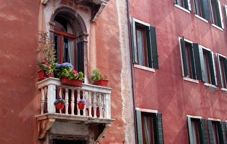 Bologna, la cittá rossa