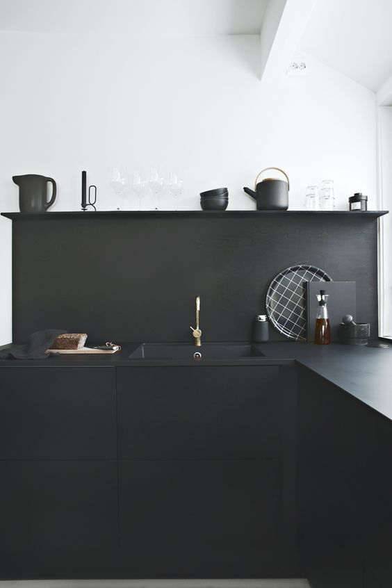 Very modern all black minimal kitchen || @pattonmelo