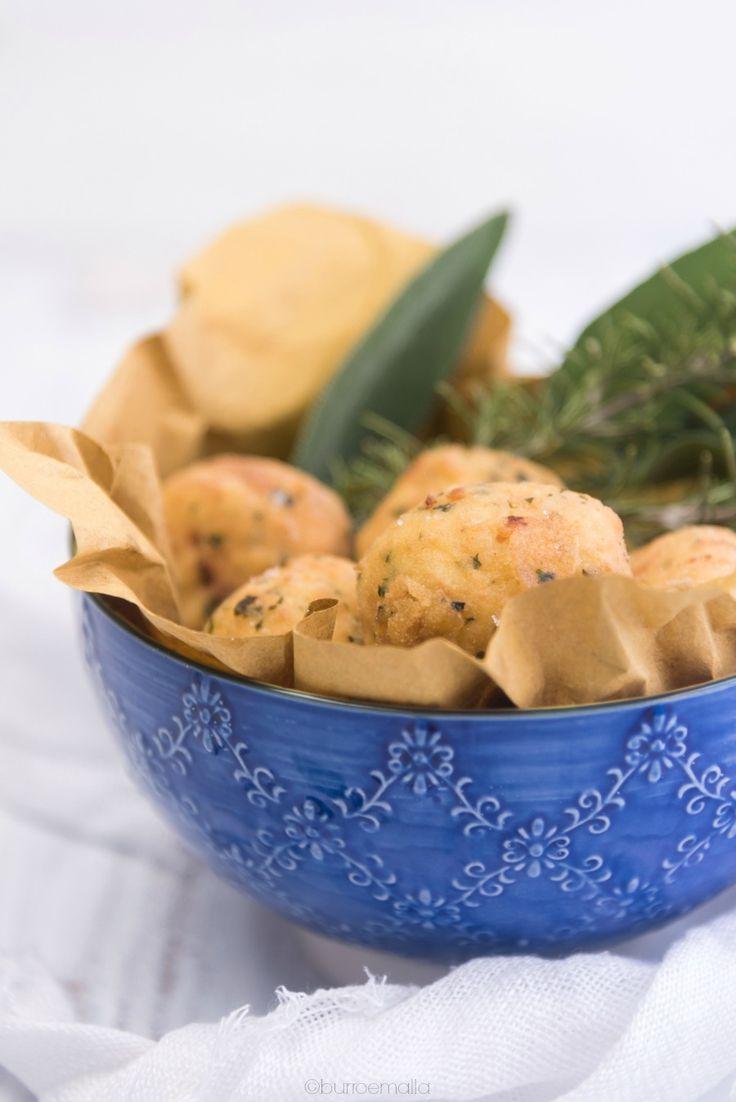 Questi Bocconcini fritti di riso Basmati e gamberi sono deliziosi scrigni di croccante semola che rivelano un inaspettato interno cremoso e profumato.