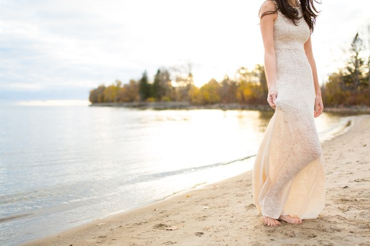 Deux amoureux à Toronto, Séance de fiançailles | La future mariée dans sa jolie robe, au coucher du soleil