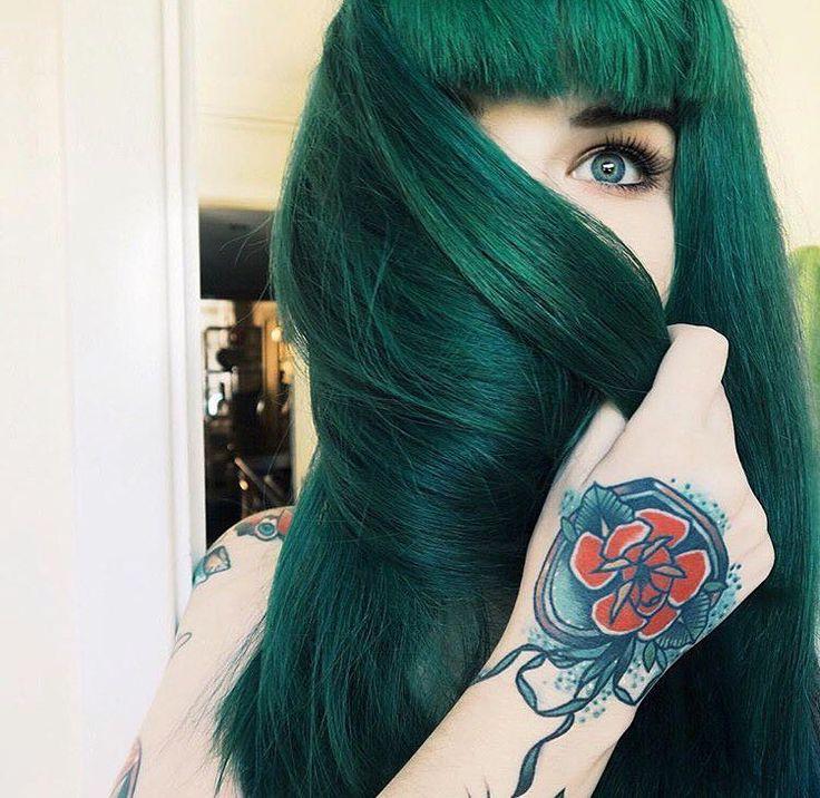 pinterest: @giudf1  vibrant locks // hair // colour // hair dye // bright // aesthetic // grunge // pastel // green