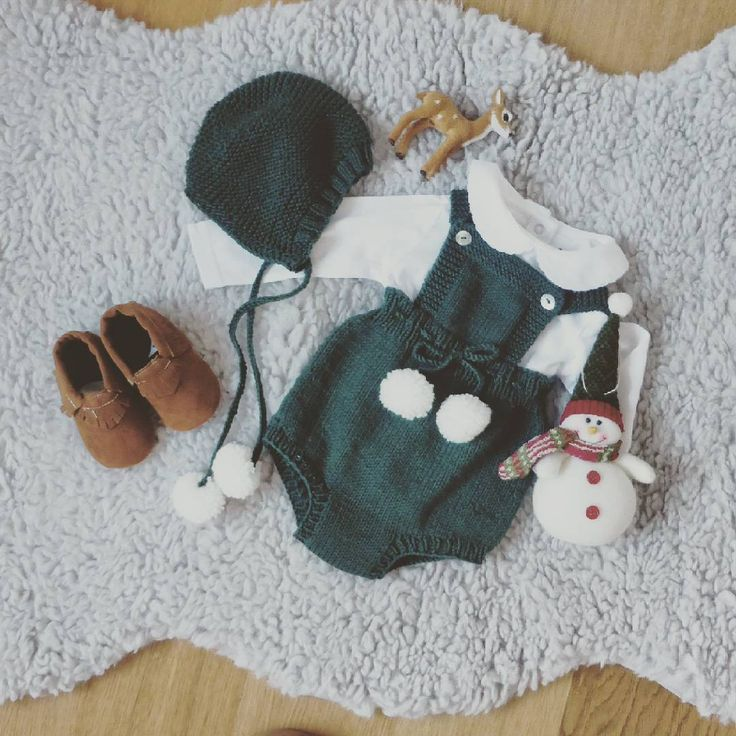 Christmas is coming #christmasiscoming #pontinhosmeus #pontinhosmeusetsyshop #handmade #babyknits #babyknitwear #babyclothes #instababy #knittersofinstagram #baby #babygirl #babyfashion #knitting #babyprops  #forbabygirl #knits #romper #forbaby #babyoutfit #babyboy #babyknitting #knitting #babyromper #forbabies #forbabyboy #instaknit #iloveknitting #forbabyboy #christmasoutfit #flatlay #babyflatlay