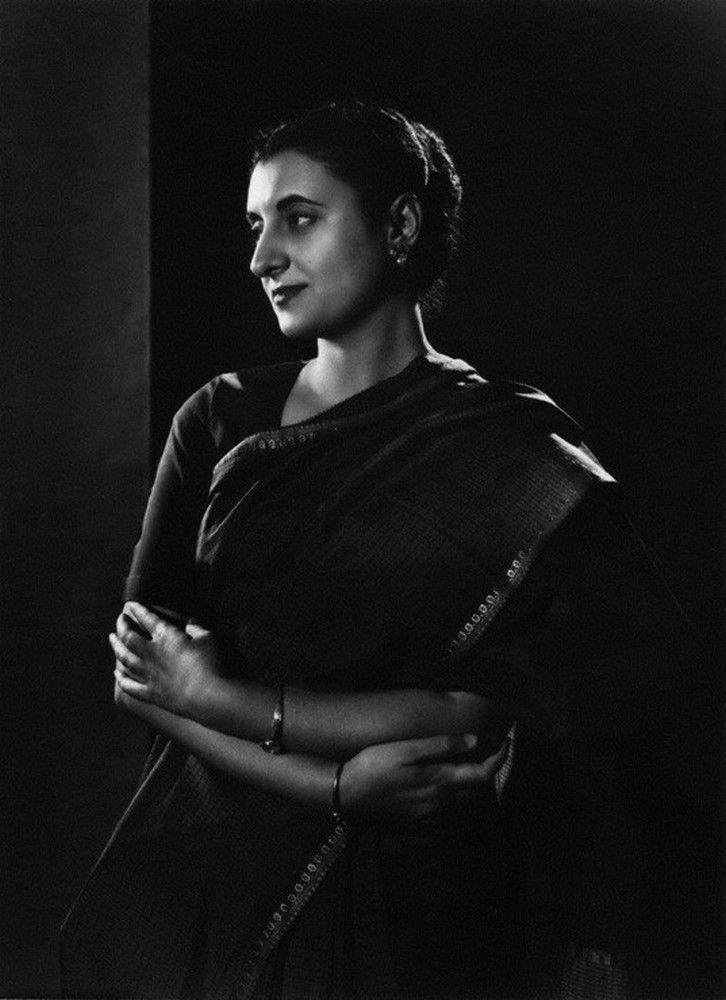 Indira P. Gandhi por Yousuf Karsh.-